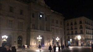 El Ayuntamiento de Barcelona, sin el lazo amarillo