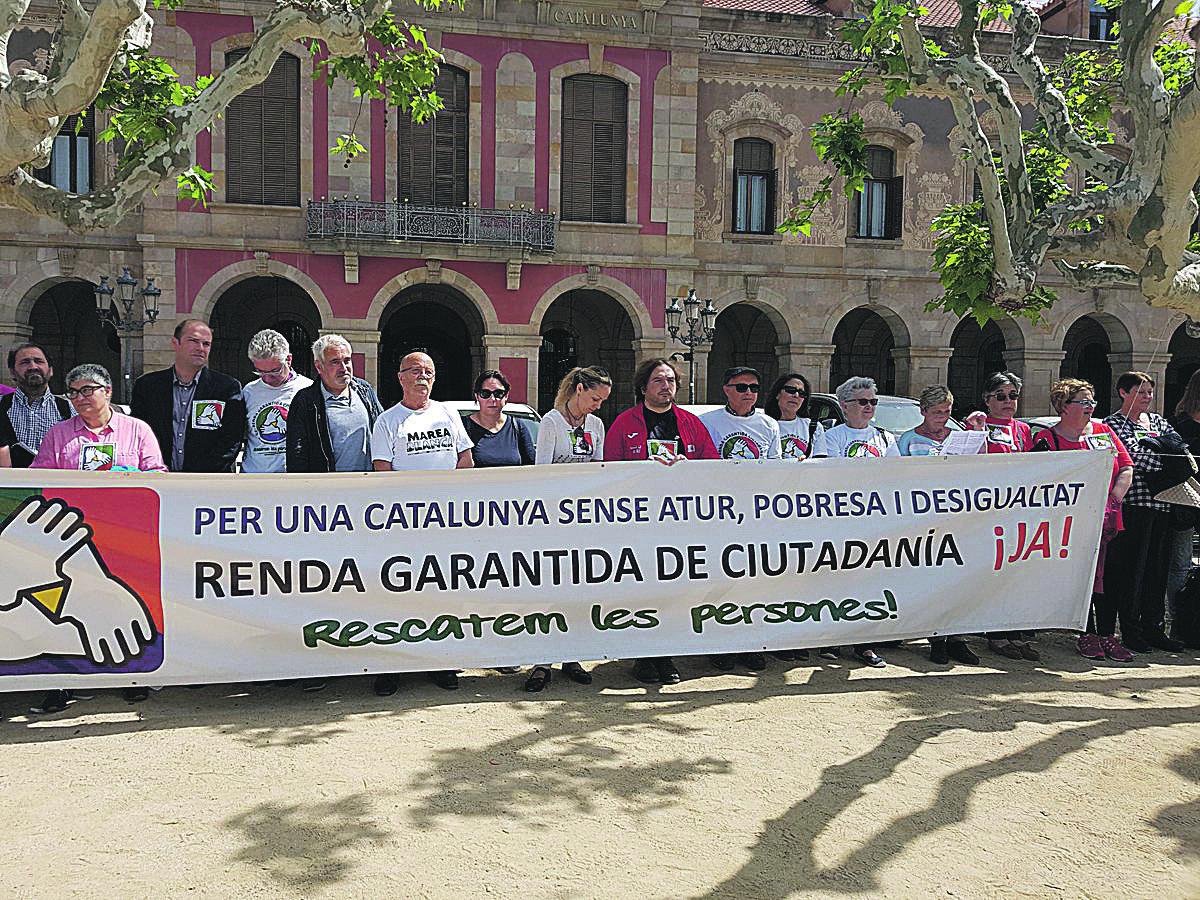 Concentració per reclamar la Renda Garantida de Ciutadania davant el