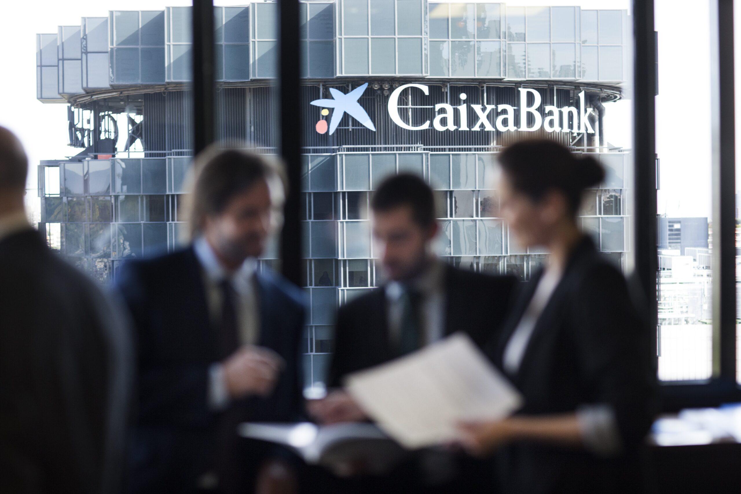 CaixaBank ha obtenido un beneficio semestral de 622 millones