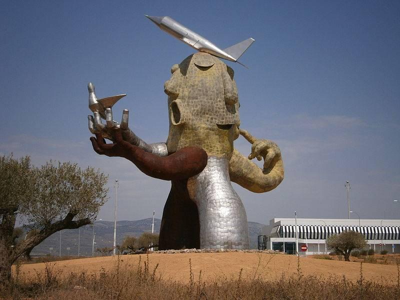 escultura aeroport castelló