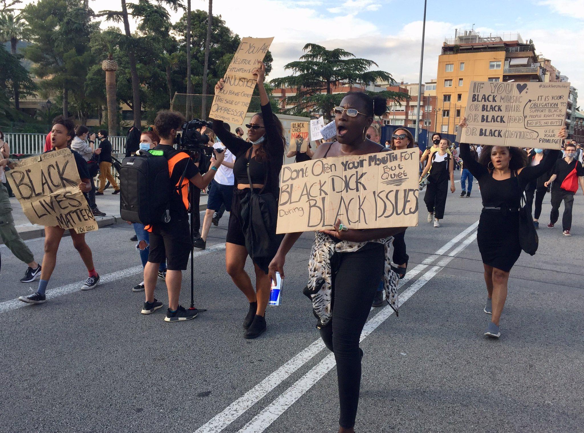 Manifestación contra el asesinato de George Floyd ante el consulado de Estados Unidos, en Barcelona