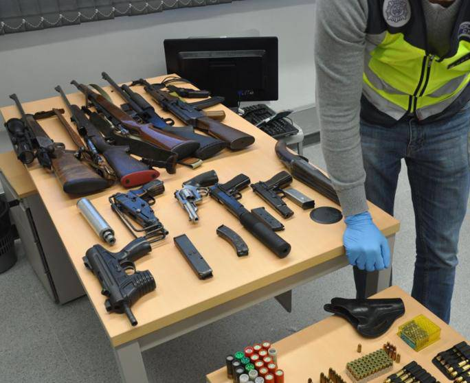 Policia Nacional armes