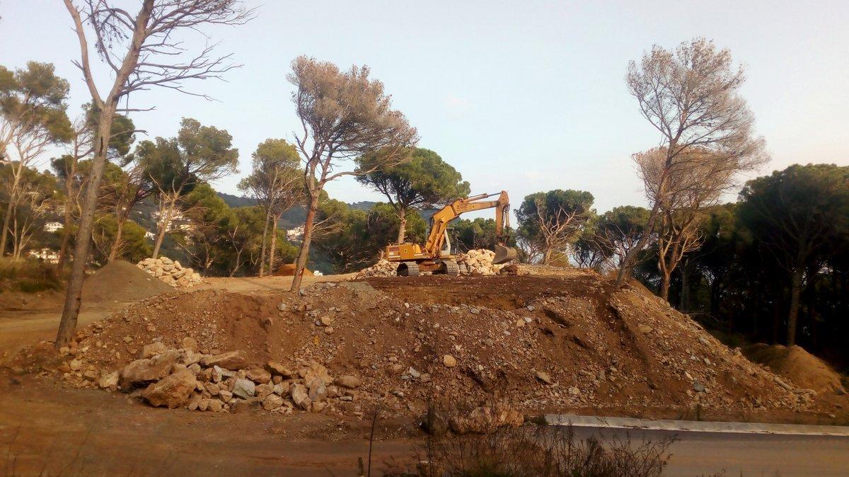 Excavadores actuant a la zona del Puig de Montcal, a Begur