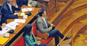 Oriol Pujol y su esposa, Anna Vidal, en el banquillo de los acusados durante el juicio