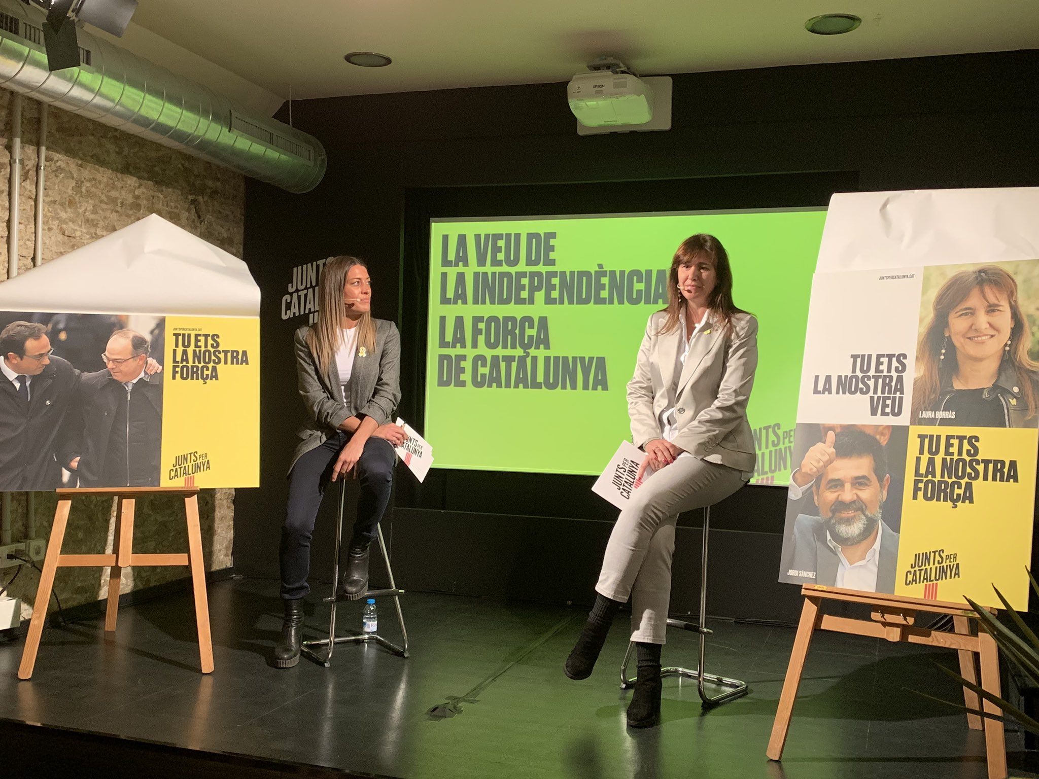 Míriam Nogueras i Laura Borràs, en un acte de JxCat