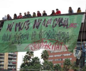 Acció de protesta cntra el judici als activistes contraris al Pla Caufec, aquest dilluns
