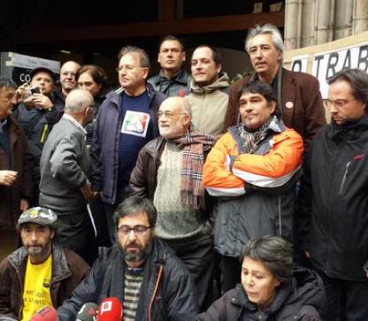 Representants polítics donen suport a la tancada a l'església del Pi