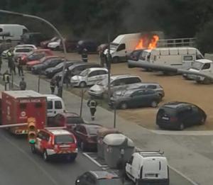Cotxe cremant a Ciutat Meridiana