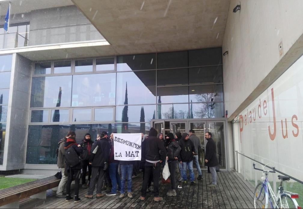 mat activistes porta jutjat