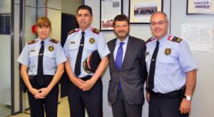 La comisaria Manresa, junto al mayor Josep Lluís Trapero