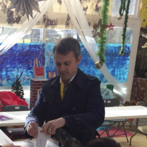 Hèctor López Bofill votant