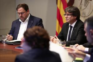 Puigdemont y Junqueras, durante una reunión del gobierno de la Generalitat