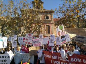 Protesta de médicos ante el Parlamento de Cataluña