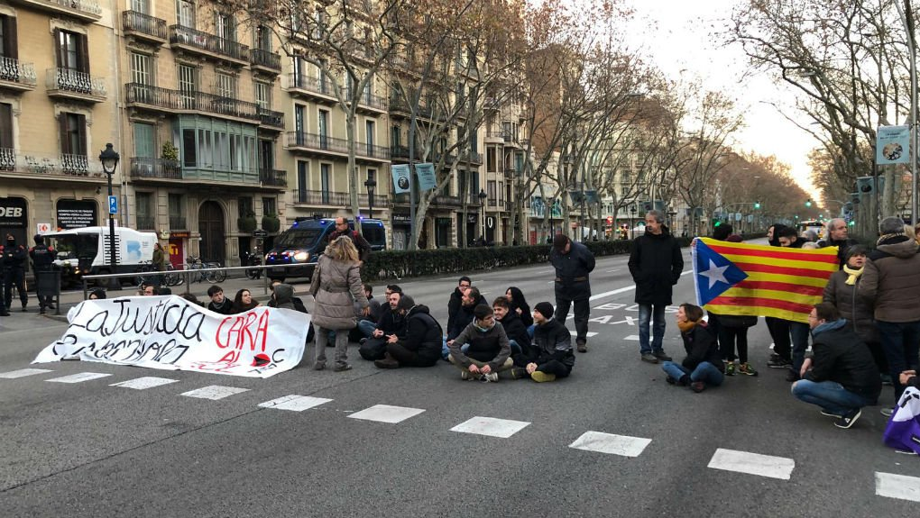 CDR cortando la Gran Vía de Barcelona