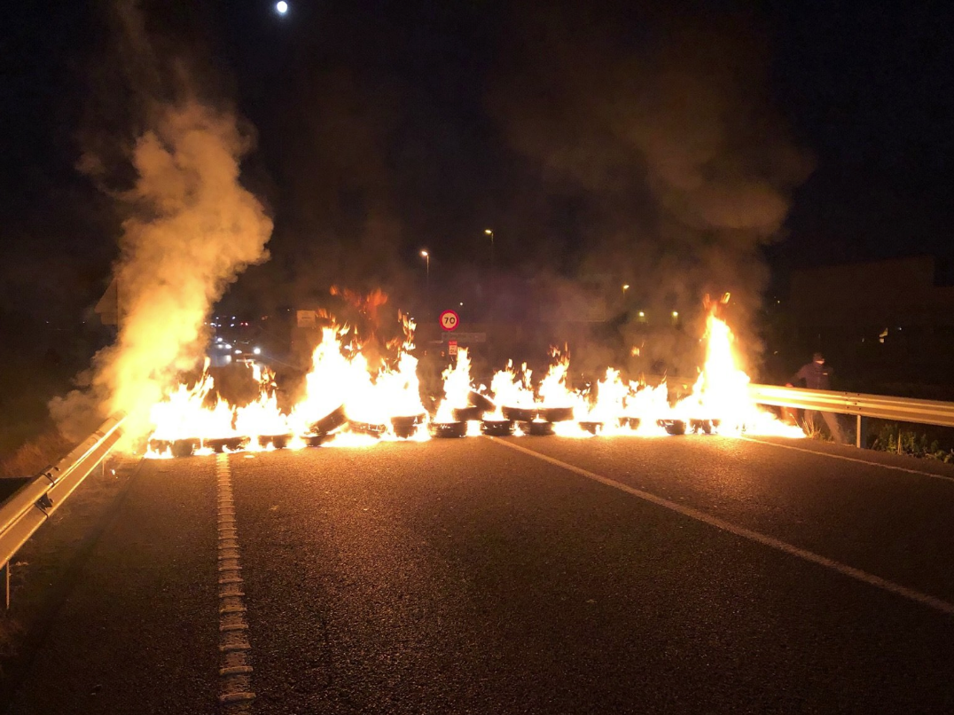 Barricada a la N-340, a Vilafranca del Penedès