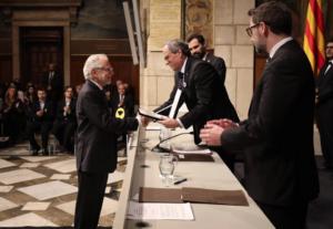 Viver Pi-Sunyer, recibiendo la medalla de oro de la Generalitat