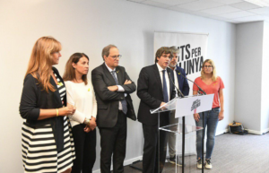 Puigdemont, acompañado de Borràs, Budó, Tuesta, Batet y Artadi