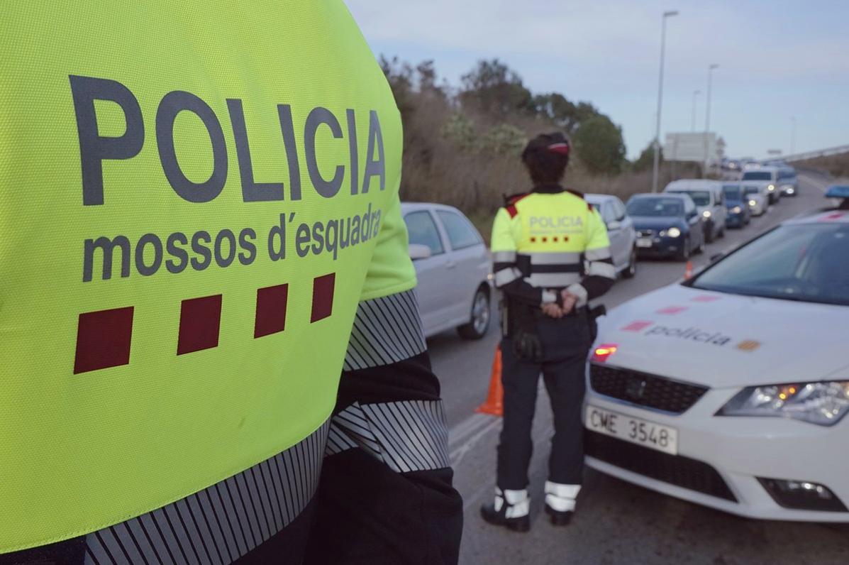 Efectius dels Mossos d'Esquadra en un control policial
