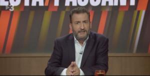 Toni Soler presentando el programa de TV3, 'Està passant'