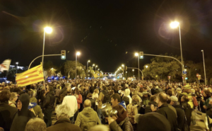 Independentistes protestant per la visita de Felip VI a Barcelona.