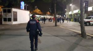 Un mosso, en el Camp Nou