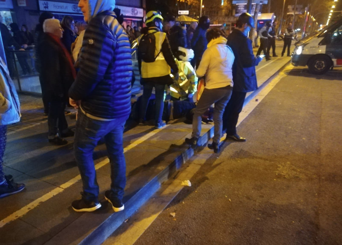 El manifestant ferit rep atenció mèdica