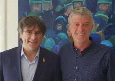 Roger Pinart, amb l'expresident català Carles Puigdemont: la foto de