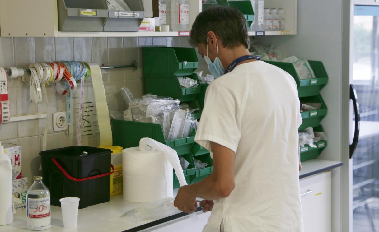 Profesional sanitario en el Hospital Vall d'Hebron (Barcelona)