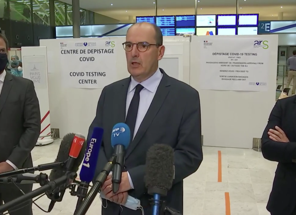 Jean Castex, haciendo declaraciones a los medios al aeropuerto de Roissy-Char