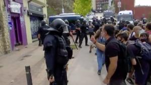 Càrrega dels Mossos al desnonament del carrer Mühlberg