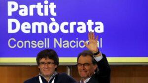 Carles Puigdemont i Artur Mas en una reunió del Consell Nacional del PDECat