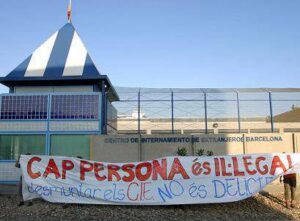 Protesta al CIE de la Zona Franca