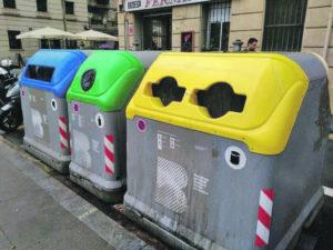 Els contenidors de colors ja formen part del paisatge urbà.