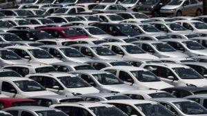 Aparcamiento de coches en proceso de fabricación