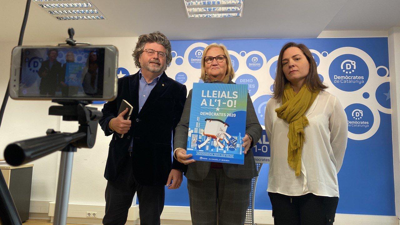 Núria de Gispert, acompanyada de Toni Castellà i Titon Laïlla
