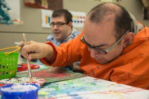 Personas con discapacidad en un taller de trabajo