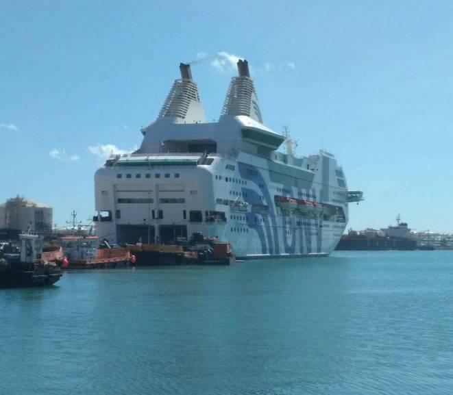 port barcelona vaixell guardia civil