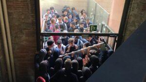 Vaguistes bloquegen els accessos a la UPF