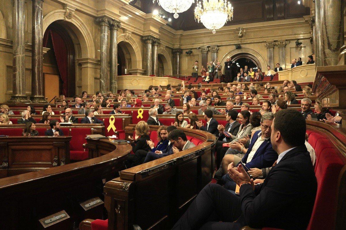 El Parlament aplaude la aprobación unánime de la Ley de reforma de l