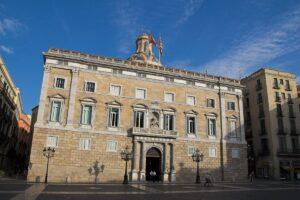 El gobierno de la Generalitat margina los intereses de las familias mono