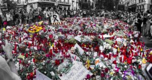 Flores, en la Rambla de Barcelona, en recuerdo de las víctimas de los atemp