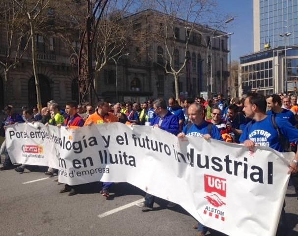 Manifestacio dels treballadors d'Alstom davant el Departament dEmpresa, aquest dimarts