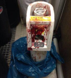 Bombona d'oxigen amb què el pacient va colpejar els treballadors