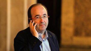 Miquel Iceta, parlant per telèfon