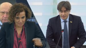 Dolors Montserrat y Carles Puigdemont durante el pleno de Estrasburgo
