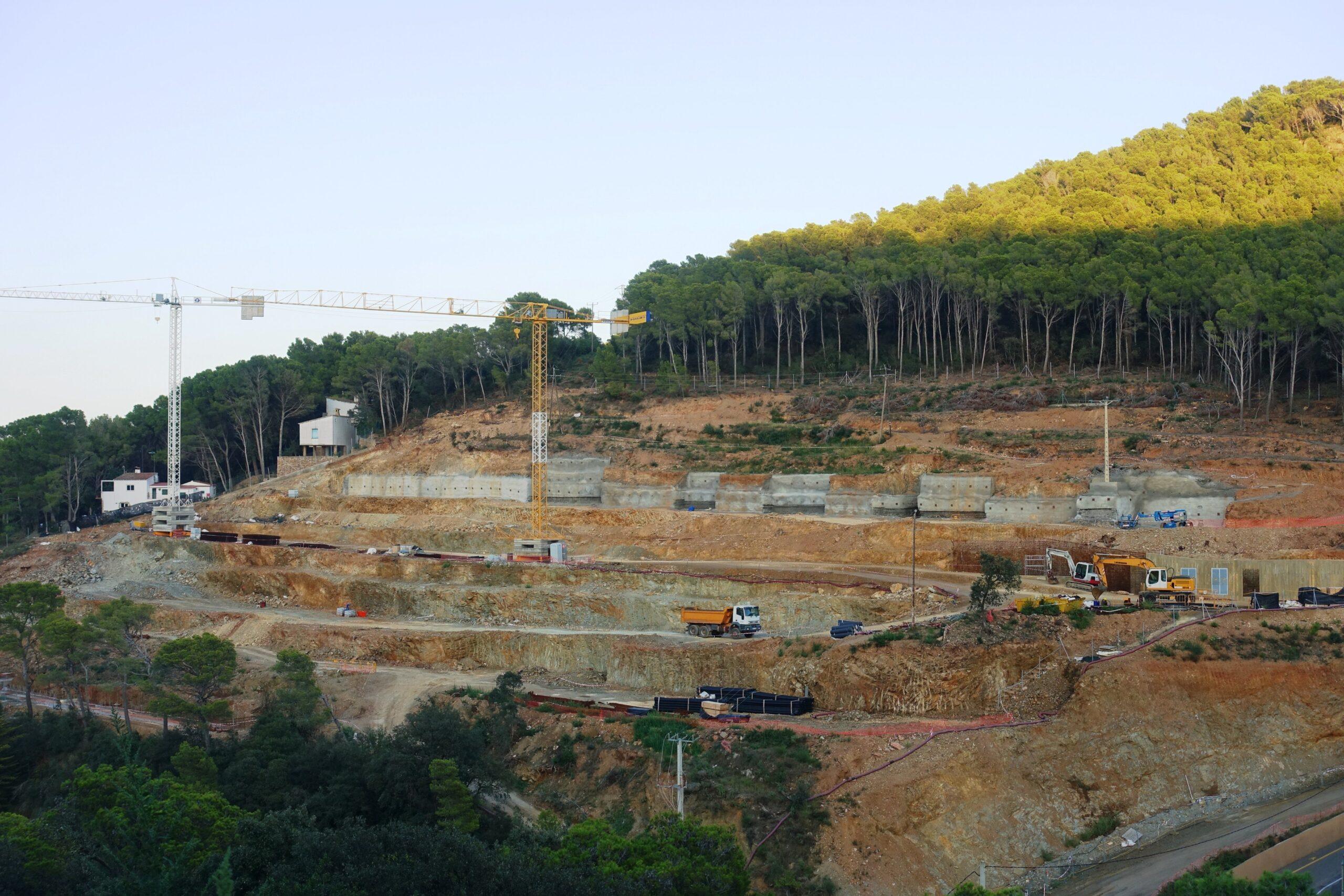Estado actual de las obras de los 'Jardins Sa Riera Living' en Begur