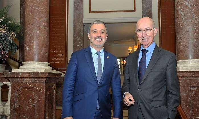 Jaume Collboni, candidato a la alcaldía de Barcelona por el PSC, y Alfonso Maristany, presidente del Círculo Ecuestre.