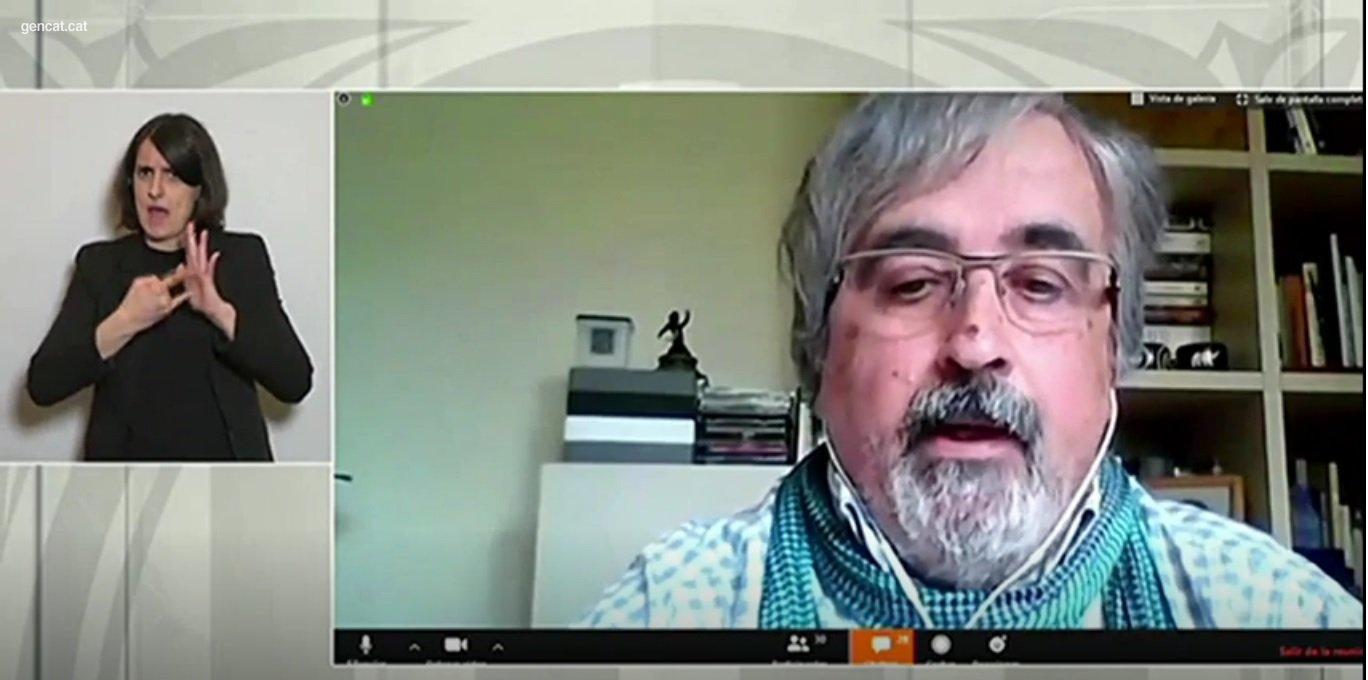Joan Puig pregunta a la roda de premsa del govern, el 17 d'abril