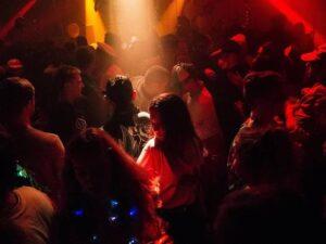 Las salas de fiestas vuelven a abrirse