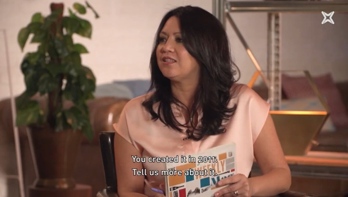Marcela Topor, presentando The Weekly Mag